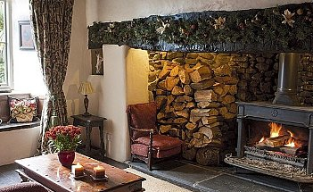 Living-room-fireplace-country-Country-Homes--Interiors