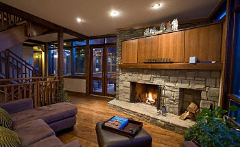 Living-Room-Interior-Design-with-Fireplace-of-Maddock-House